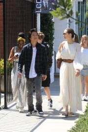Angelina Jolie with Her Kids Enjoys at Fig and Olive in Hollywood 2019/09/02 7