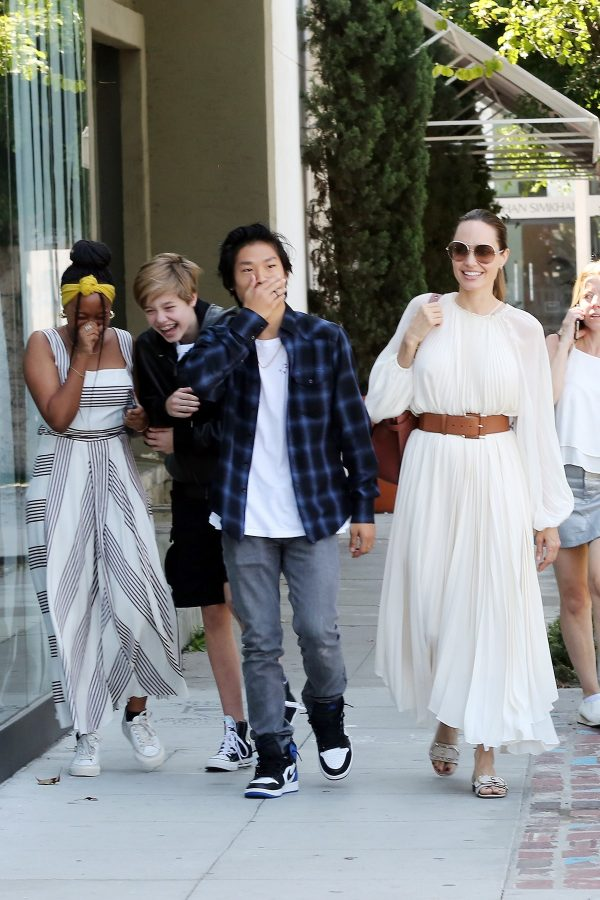 Angelina Jolie with Her Kids Enjoys at Fig and Olive in Hollywood 2019/09/02 8