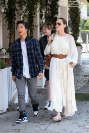 Angelina Jolie with Her Kids Enjoys at Fig and Olive in Hollywood 2019/09/02 14