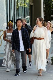 Angelina Jolie with Her Kids Enjoys at Fig and Olive in Hollywood 2019/09/02 17