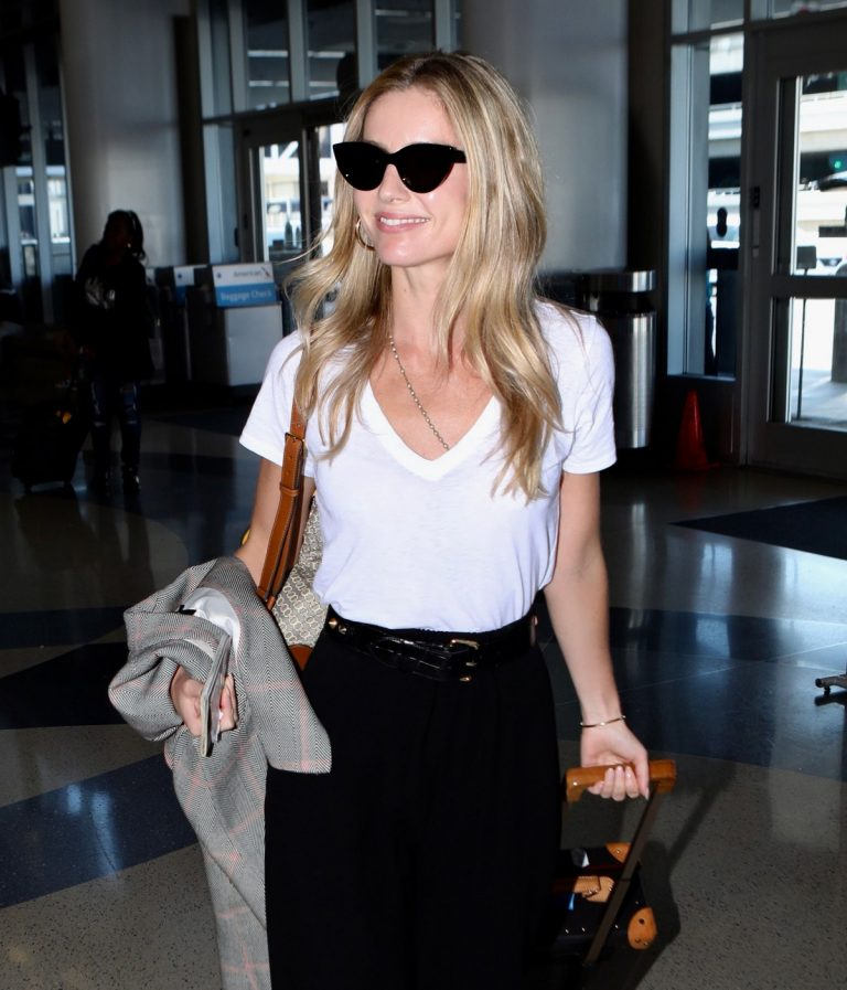 Annabelle Wallis leaves from LAX Airport in Los Angeles 2019/08/27 10