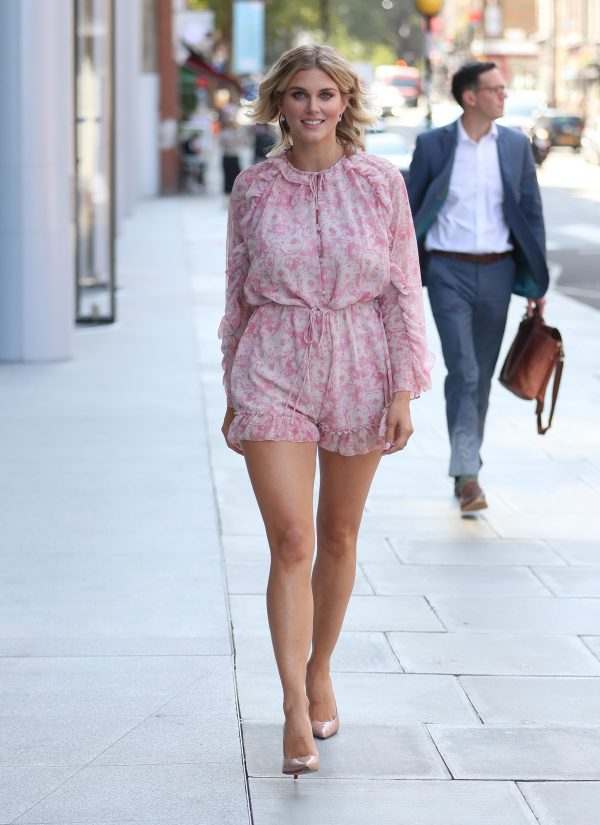 Ashley James flashes her beautiful legs in short pink dress out in London 2019/08/22 3