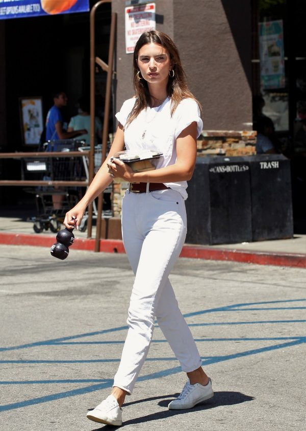 Emily Ratajkowski in White Top and Denim Out in Los Angeles 2019/08/29 1