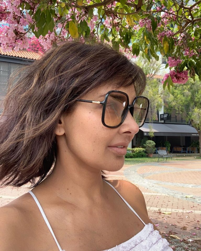 Lisa Ray shares her another unfiltered no-makeup photo and she looks graceful at the age of 47 1