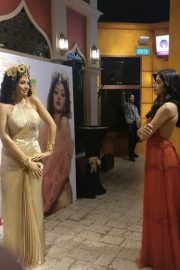 Sridevi's first wax statue in Singapore Madame Tussauds, unveiled by Boney Kapoor with daughters Janhvi and Khushi. 3
