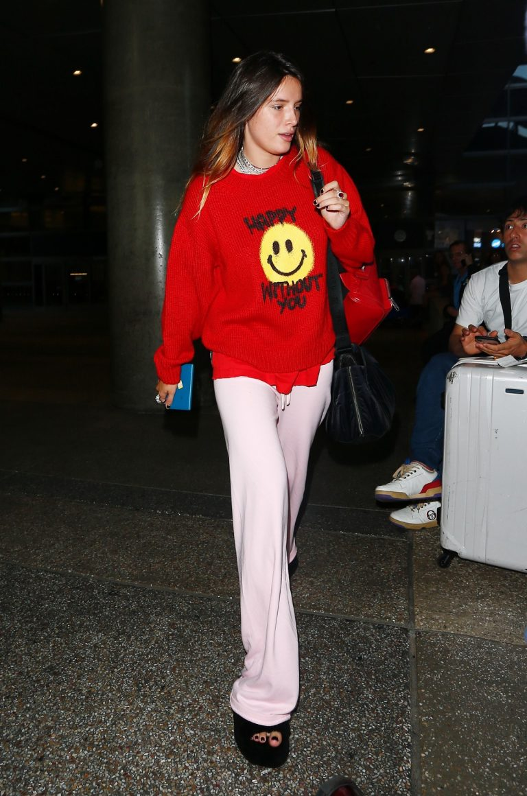 Without Makeup Bella Thorne in Red Sweatshirt arrives at LAX Aiport in Los Angeles 2019/09/02 5