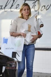Cameron Diaz Leaves Shopping Out in Los Angeles 2019/10/29 1