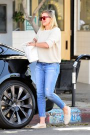 Cameron Diaz Leaves Shopping Out in Los Angeles 2019/10/29 3