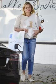 Cameron Diaz Leaves Shopping Out in Los Angeles 2019/10/29 6