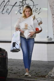 Cameron Diaz Leaves Shopping Out in Los Angeles 2019/10/29 8