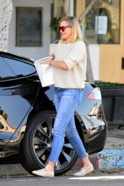 Cameron Diaz Leaves Shopping Out in Los Angeles 2019/10/29 9
