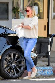 Cameron Diaz Leaves Shopping Out in Los Angeles 2019/10/29 11