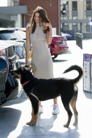Emily Ratajkowski with Her husband and Pets Out in Los Angeles 2019/10/30 10