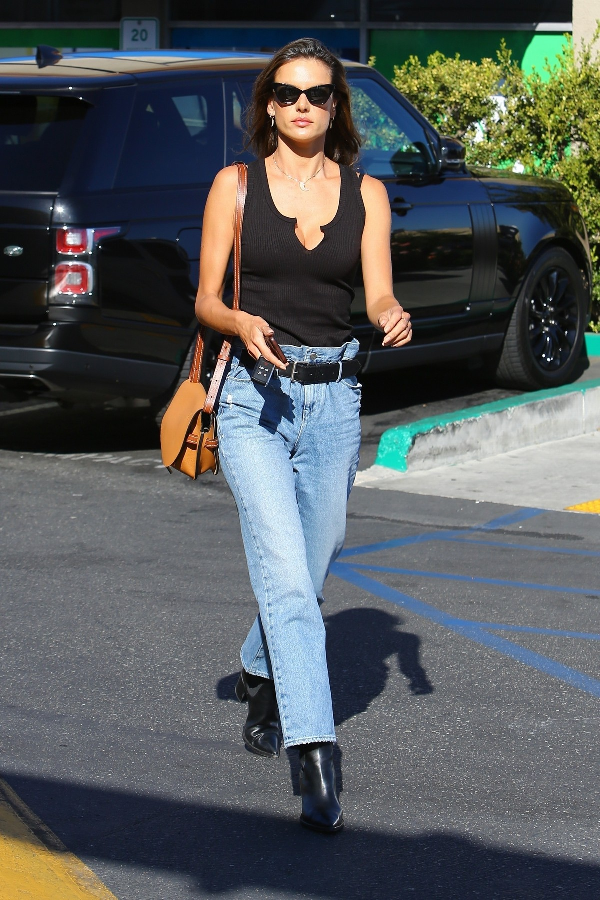 Alessandra Ambrosio in Black Top and Blue Jeans out in Los Angeles 2019/11/18 1