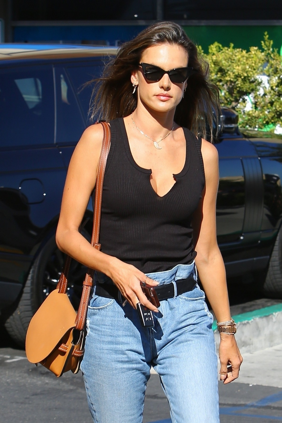 Alessandra Ambrosio in Black Top and Blue Jeans out in Los Angeles 2019/11/18 2