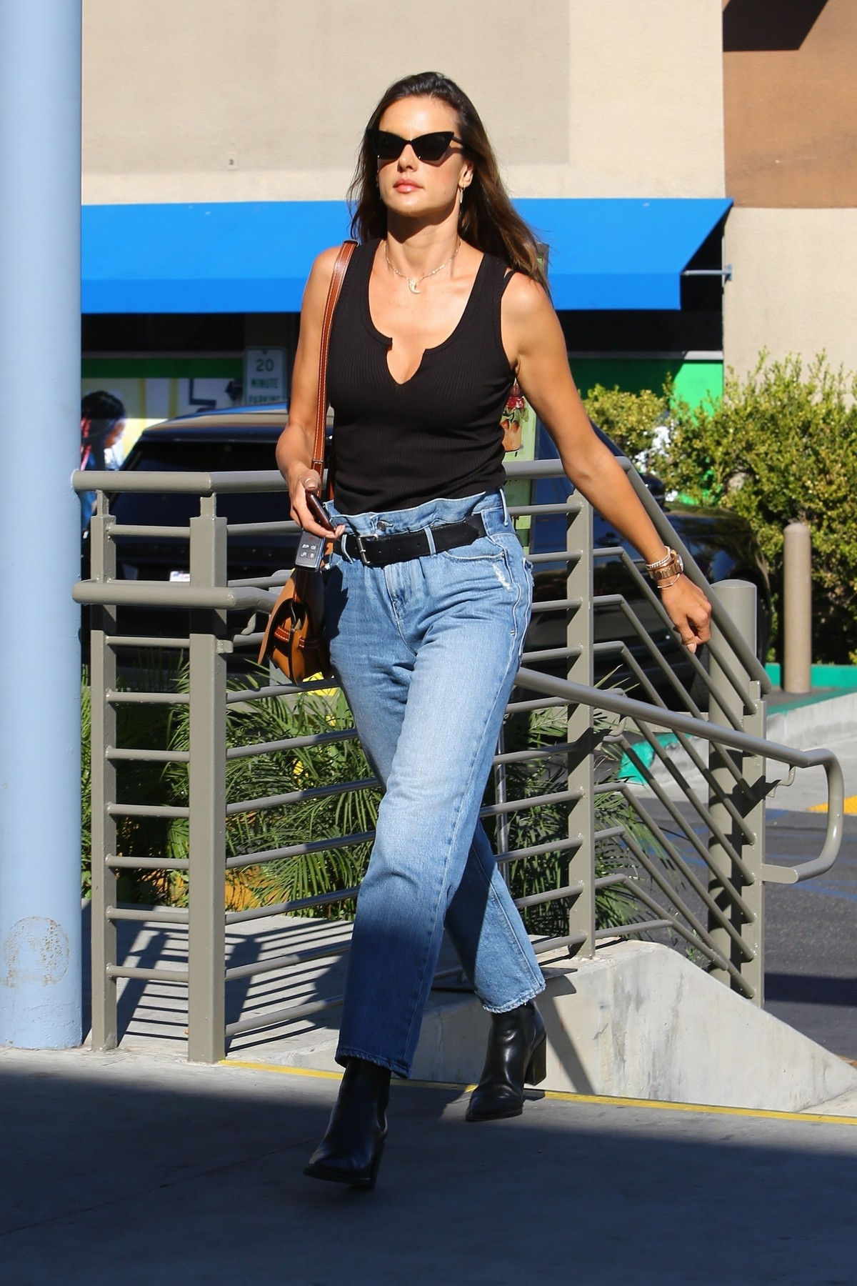 Alessandra Ambrosio in Black Top and Blue Jeans out in Los Angeles 2019/11/18 4