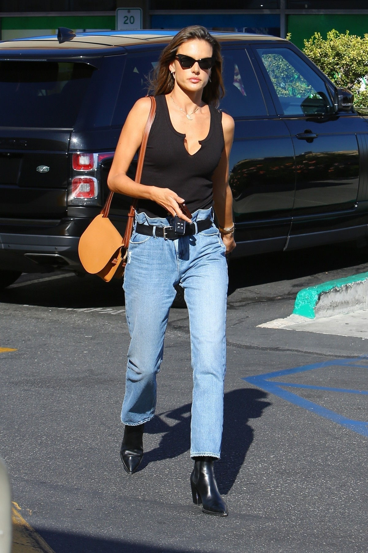 Alessandra Ambrosio in Black Top and Blue Jeans out in Los Angeles 2019/11/18 11
