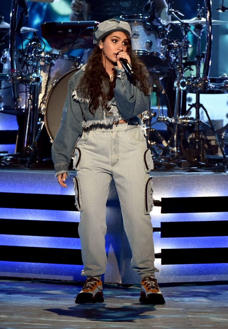 Alessia Cara performs at E! People's Choice Awards 2019 in Santa Monica 2019/11/10 2
