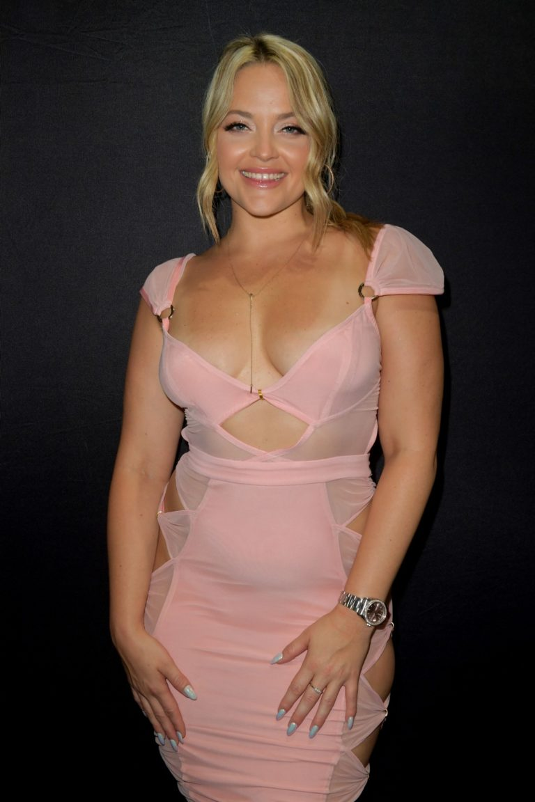 Alexis Texas attends Exxxotica Miami 2019 at The Miami Airport in Miami 2019/09/06 2