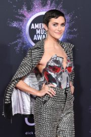 Alyson Stoner attends 2019 American Music Awards at Microsoft Theater in Los Angeles 2019/11/24 4