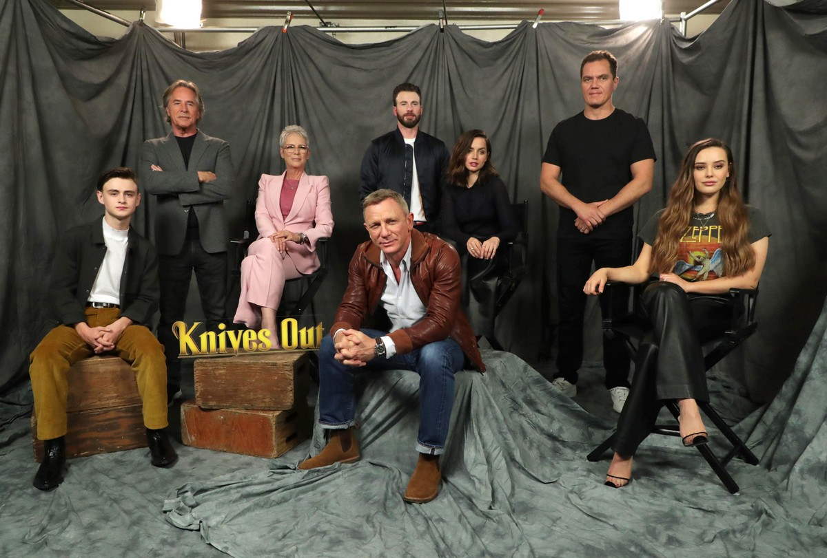 Ana de Armas and Daniel Craig at 'Knives Out' Photocall in Beverly Hills 2019/11/15 3