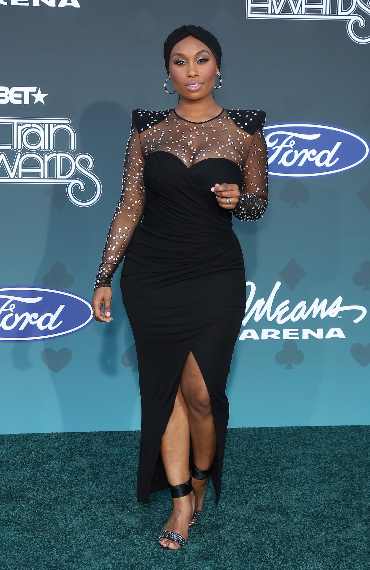 Angell Conwell attends 2019 Soul Train Awards at Orleans Arena in Las Vegas 2019/11/17 1