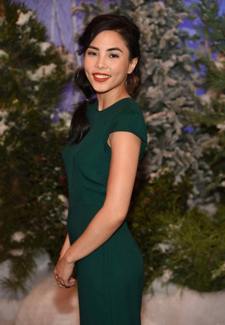 Anna Akana attends Let It Snow Photocall in Beverly Hills 2019/11/01 3