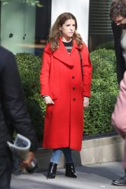 Anna Kendrick and Nick Thune on the set of 'Love Life' in New York 2019/11/01 7