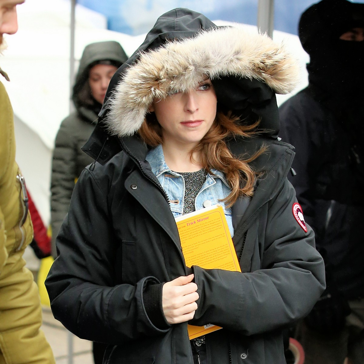 Anna Kendrick on the set of 'Love Life' filming in Brooklyn, New York 2019/11/18 3