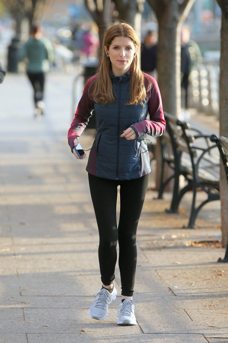 Anna Kendrick on the set of 'Love Life' in New York City 2019/11/05 1