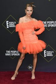 Anne Winters attends E! People's Choice Awards 2019 at Barker Hangar in Santa Monica 2019/11/10 1