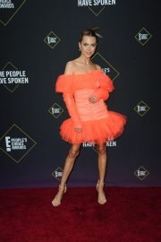 Anne Winters attends E! People's Choice Awards 2019 at Barker Hangar in Santa Monica 2019/11/10 7