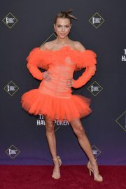 Anne Winters attends E! People's Choice Awards 2019 at Barker Hangar in Santa Monica 2019/11/10 11