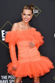 Anne Winters attends E! People's Choice Awards 2019 at Barker Hangar in Santa Monica 2019/11/10 13