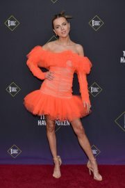 Anne Winters attends E! People's Choice Awards 2019 at Barker Hangar in Santa Monica 2019/11/10 17