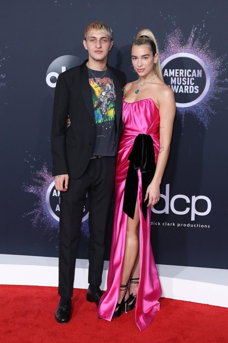 Anwar Hadid and Dua Lipa attend 2019 American Music Awards at Microsoft Theater in Los Angeles 2019/11/24 9