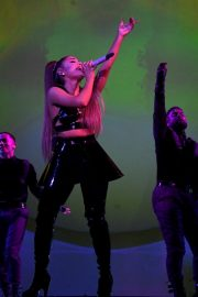 Ariana Grande performs Sweetener World Tour in London 2019/10/15 7
