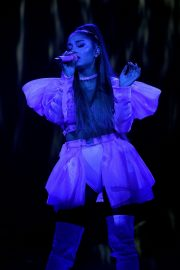 Ariana Grande performs Sweetener World Tour in London 2019/10/15 13