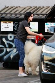 Ariel Winter seen with her dogs at a salon in Los Angeles 2019/11/04 2