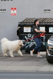 Ariel Winter seen with her dogs at a salon in Los Angeles 2019/11/04 6