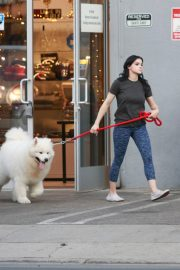 Ariel Winter seen with her dogs at a salon in Los Angeles 2019/11/04 8
