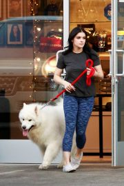 Ariel Winter seen with her dogs at a salon in Los Angeles 2019/11/04 11