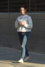 Ashley Greene in Sweatshirt and Ripped Jeans Out in Los Angeles 2019/11/22 3