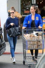 Ashley Greene with a friend goes shopping for groceries in Beverly Hills 2019/11/26 8