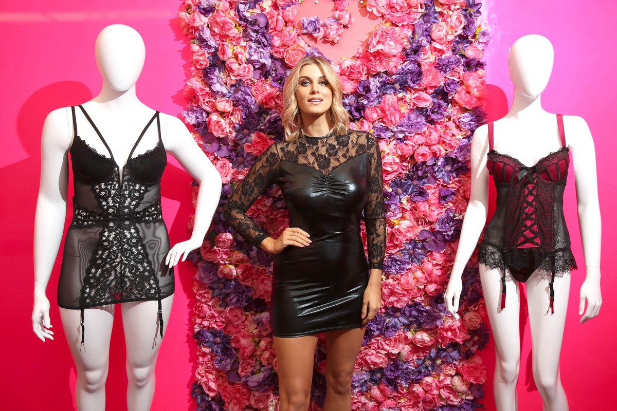 Ashley James Opens Lovehoney Pop Up Christmas Gift Shop in London 2019/11/01 2