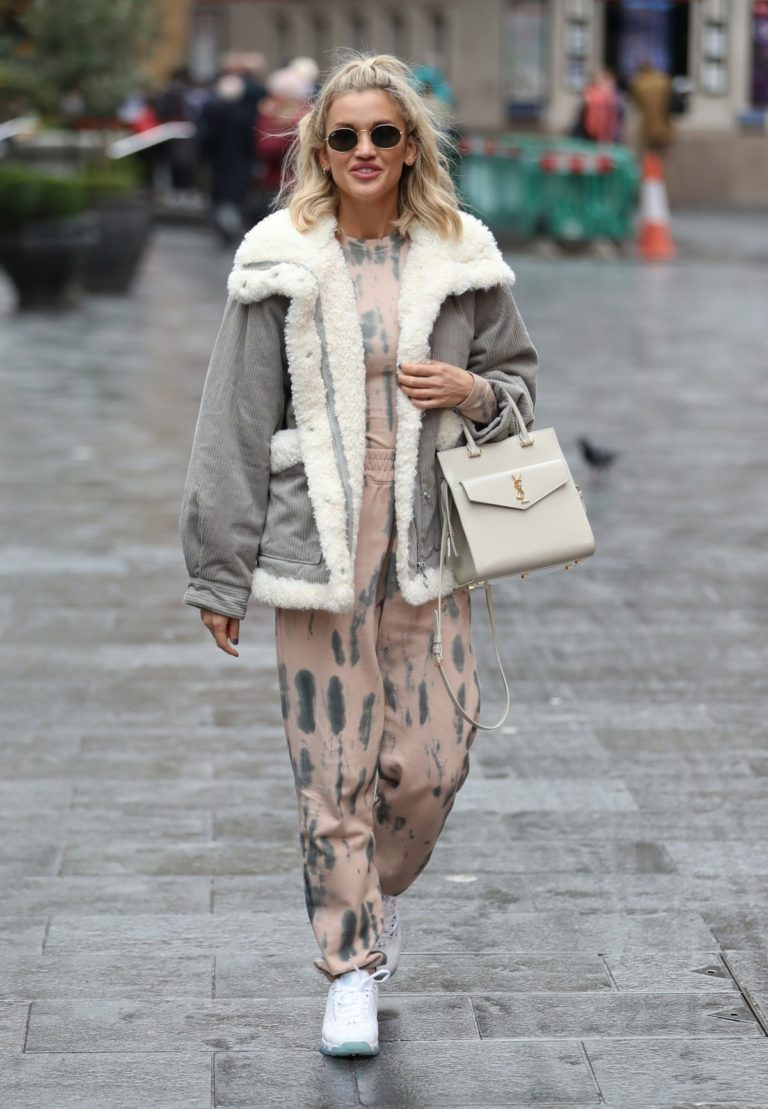 Ashley Roberts arrives Pussycat Dolls Rehearsals in London 2019/11/28 8