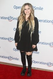 Avril Lavigne attends Hollywood Fight Night in Los Angeles 2019/11/06 1