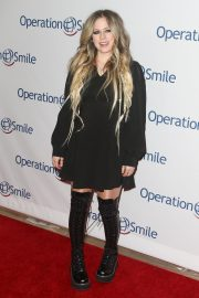 Avril Lavigne attends Hollywood Fight Night in Los Angeles 2019/11/06 2