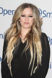 Avril Lavigne attends Hollywood Fight Night in Los Angeles 2019/11/06 3