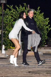 Bella Thorne flashes her legs with Benjamin Mascolo after a dinner date night out at Nobu in Malibu 2019/11/27 1
